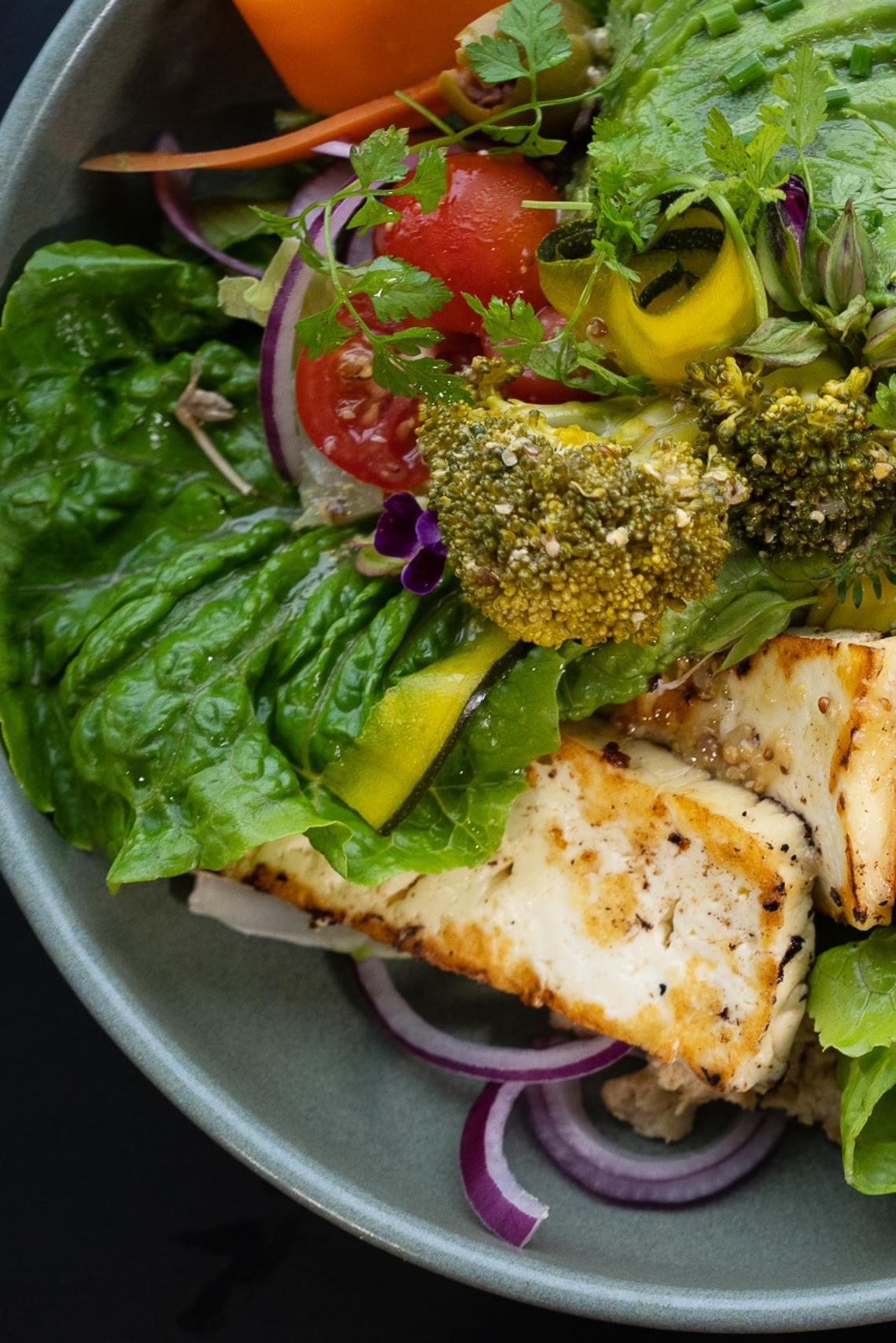 green goddess salad with haloumi