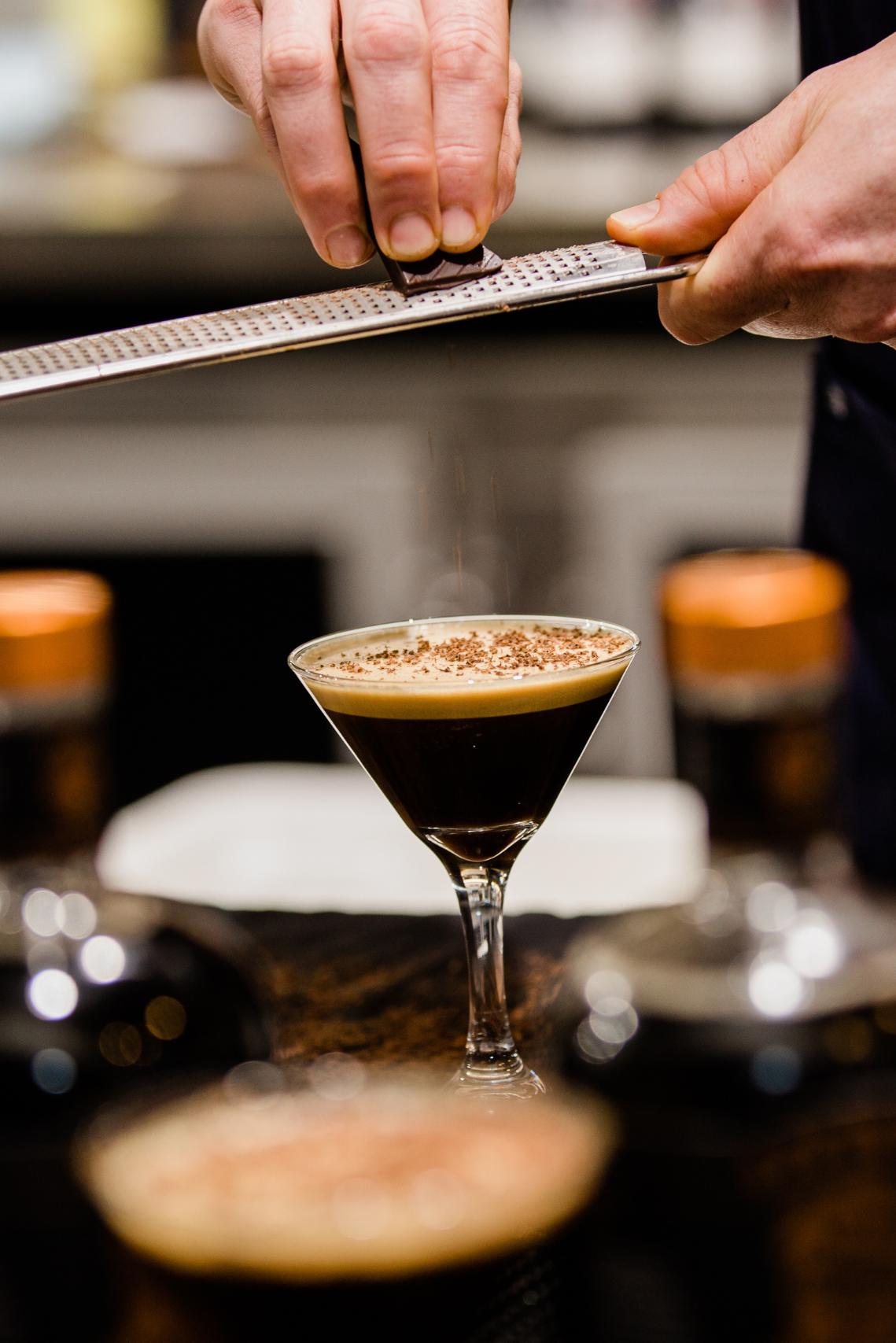 espresso martini with grated chocolate
